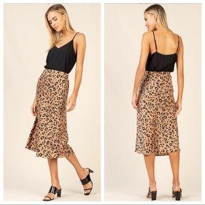 Skies Are Blue Leopard Print Midi Skirt Medium